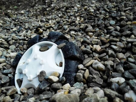 Truck toy wheel forgotten in gravel Banque d'images - 133061854
