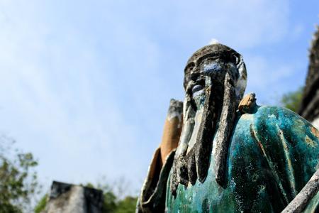 chiness: statue