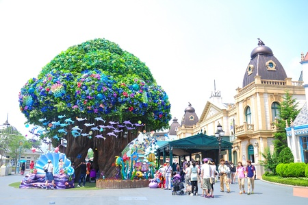 EVERLAND, YONGIN, KOREA - June   The unidentified tourists are travelling and enjoy shopping on June 19-23, 2012 at Everland, Yongin, Korea.