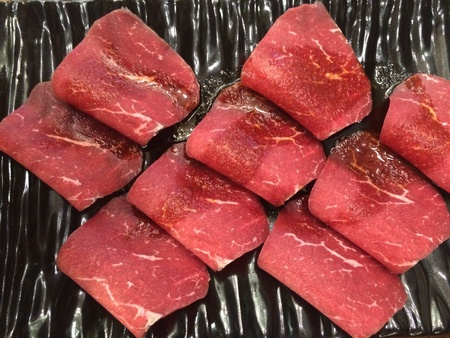 Plate or thinly sliced raw beef