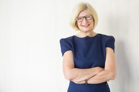 幸せの魅力的な年配の女性の肖像画 写真素材