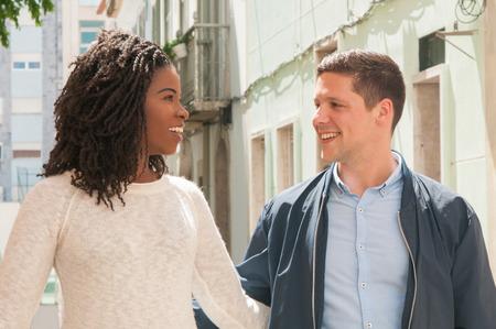 Wie man herausfinden kann, ob Ehemann Dating-Profil hat