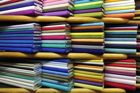 industria textil: Tejidos coloridos en venta