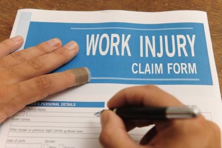 reclamos:  seguros: lesi�n de trabajo en blanco reclamar el formulario con el dedo con yeso