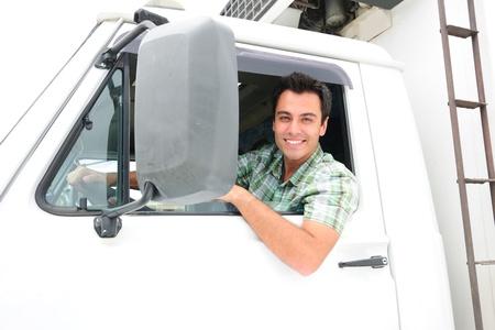 ciężarówka: portret szczęśliwym kierowcy ciężarówki