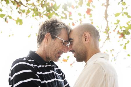 amor gay: Pareja gay rom�ntica en vacaciones