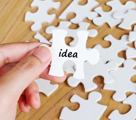 comit� d entreprise: Main avec le mot id�e sur puzzles de puzzle, entreprise fond