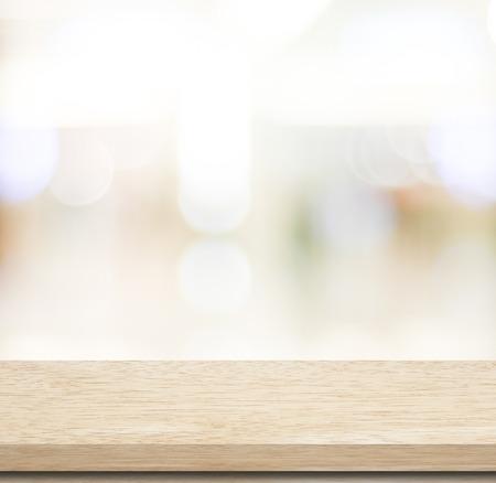 空のテーブルと背景のボケ味、製品表示テンプレートとぼやけストア 写真素材