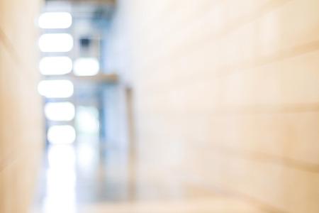 明るい背景のボケ味のオフィスビル内のぼかし、インテリアとビジネスの背景 写真素材