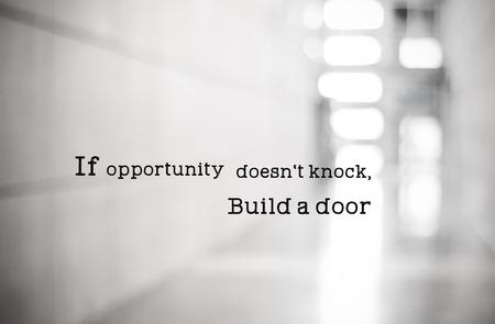 pozitivní: Inspirující citace, Pokud možnost není zaklepat, Build dveře, pozitivní myšlení inspirace Reklamní fotografie