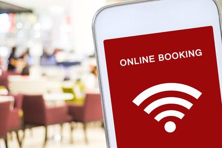 Reserva on-line sobre el fondo de desenfoque restaurante, la comida y la bebida, reserva restauant