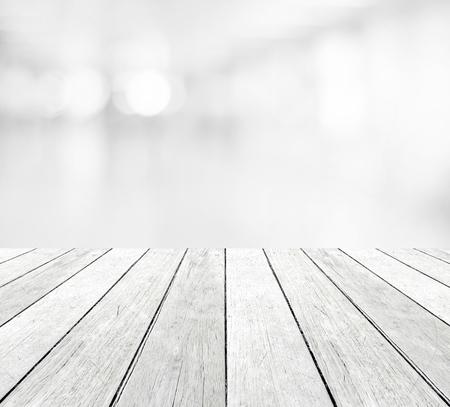 Perspective bois et flou abstrait bokeh fond clair, montage de l'affichage du produit