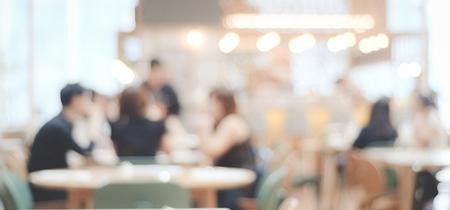 Onscherpe achtergrond: onscherp restaurant met mensen op bokeh lichte achtergrond, banner