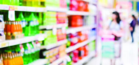 Blurred background, Blur people shopping at product shelf in supermarket background, business concept Foto de archivo - 129902165