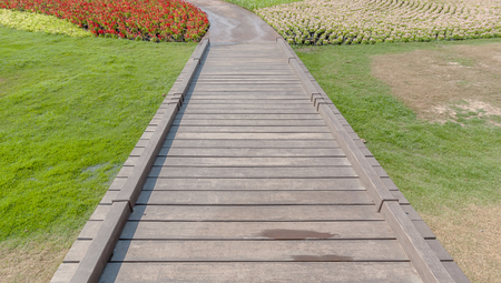 Walk way background with flowers Banque d'images