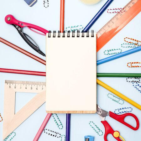 Notebook and various stationery on blue background. Back to school concept. Banque d'images