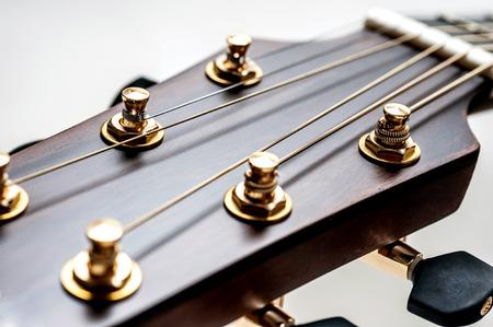 guitarra acustica: guitarra acústica clásica en el primer de
