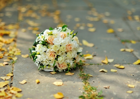 bridal bouquet outside, sunny autumn day