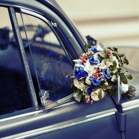 old fashioned car: Vintage picture. Wedding bouquet on old fashioned car. Flower Arrangement.