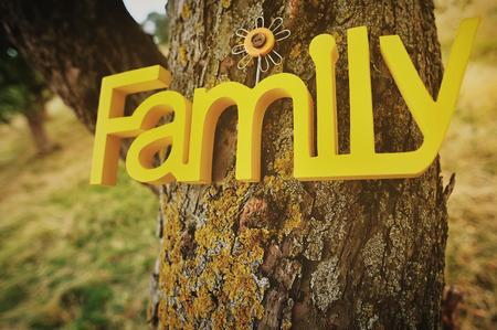 木の上の家族の言葉 写真素材