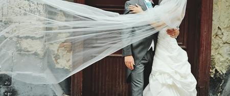 Romantische bruiloft paar. Gelukkig samen