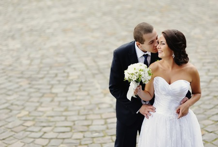 Young wedding caucasian couple. Groom and bride together. Banque d'images
