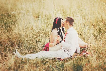 matrimonio feliz: Feliz matrimonio. Joven pareja de enamorados Foto de archivo