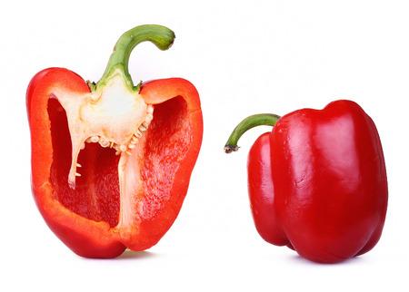 Poivron rouge, isolé sur blanc, une coupe