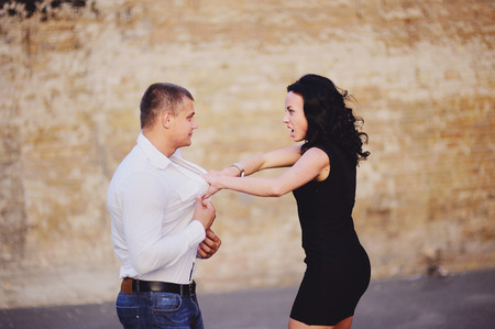 bad color: mature woman attacks her boyfriend, Negativ Relationships