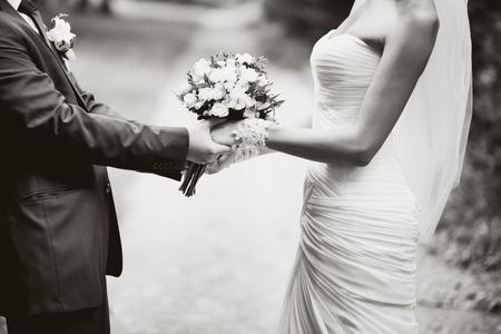 若い結婚式のカップルの肖像画