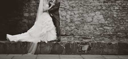 Groom and bride on wedding day. Newlywed couple together. Banque d'images