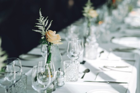 wedding table in a restaurant 免版税图像