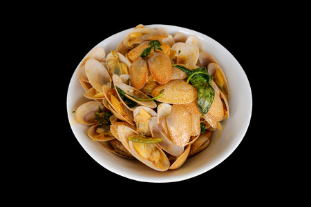 Fried clam with garlic and sweet basil on dish isolated on black background Stockfoto - 106141656