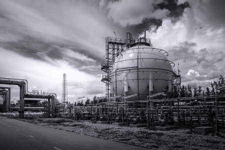 Gas storage sphere tank in oil and gas refinery plant or Petrochemical industry with monotone effect Redactioneel