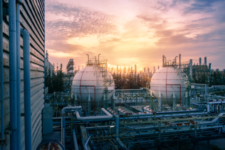 Gas storage sphere tanks and pipeline in petrochemical industrial plant on sky sunset background, Manufacturing of petroleum industry plant Redactioneel