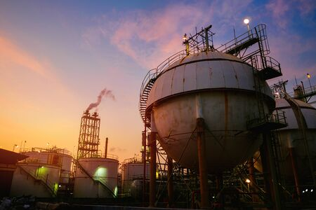 Gas storage sphere tanks in petrochemical industrial on sunset sky background, Oil and gas refinery industry Stockfoto