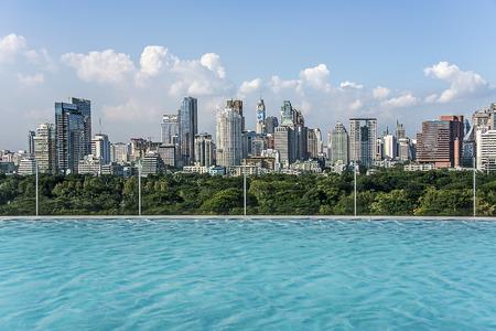 city hotel: Infinity pool on Bangkok city