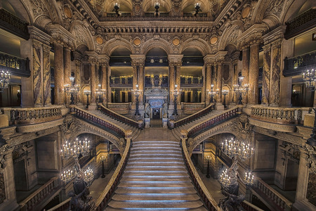 Stairway inside the Opera House Palais Garnier 報道画像