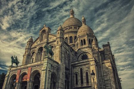 sacre coeur: Sacre Coeur basilica in Montmartre Paris