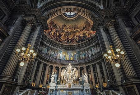 Altar of the Madeleine church in Paris Éditoriale