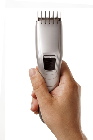 tondeuse � cheveux dans la main isol� sur fond blanc Banque d'images