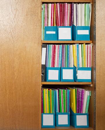 Couleur des dossiers de fichiers anciens �tag�res de placard de bureau