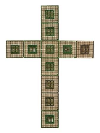 microprocesadores: Cruz hecha de microprocesadores viejos y sucios aislados en fondo blanco