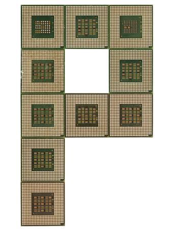 microprocesadores: letra P hecha de microprocesadores viejos y sucios, aislado en fondo blanco