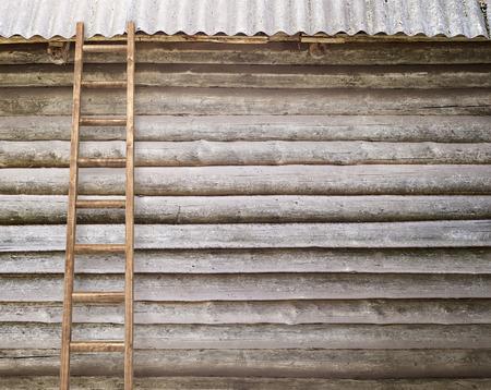 backstairs: muro di registro rotondo con una scala sfondo di legno