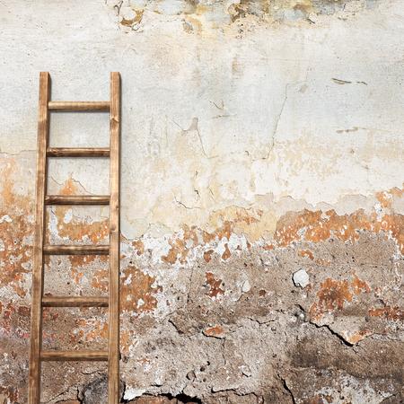 mur en stuc patin� bois �chelle fond Banque d'images