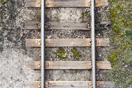 путешествие: Вид сверху старого металла железнодорожного фоне