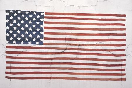 drapeau national am�ricain grunge sur le mur de fond