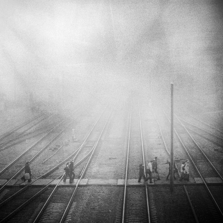 treinstation met Passenge, grunge korrelig vintage foto Stockfoto