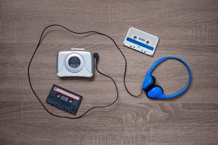 Vintage music electronic, cassete and headphones on the wooden background Banco de Imagens - 123353601